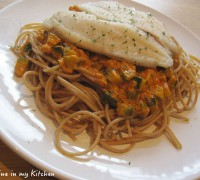 Spaghetti met courgette rode pesto en gestoomde tilapia
